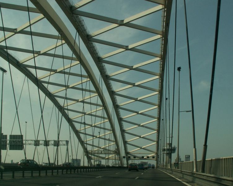 Minister Van Nieuwenhuizen zet in op forse opknapbeurt oude bruggen en tunnels.
